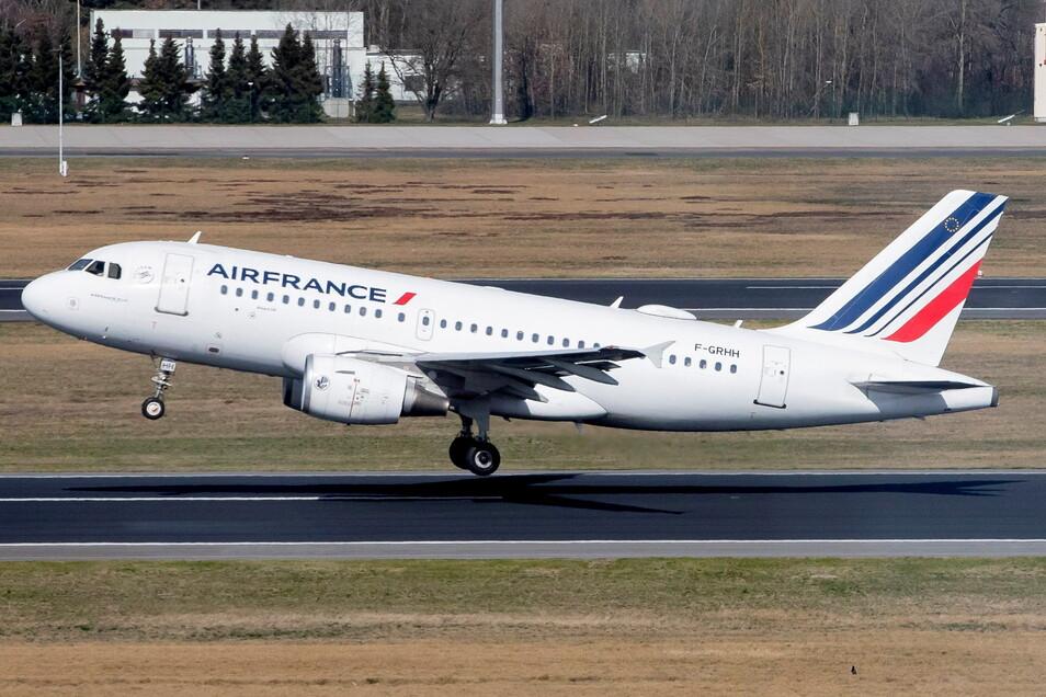 Die Fluggesellschaft Air France ist erstmals mit einem nachhaltigen Treibstoff aus Speiseöl aus französischer Produktion zu einem Langstreckenflug aufgebrochen.