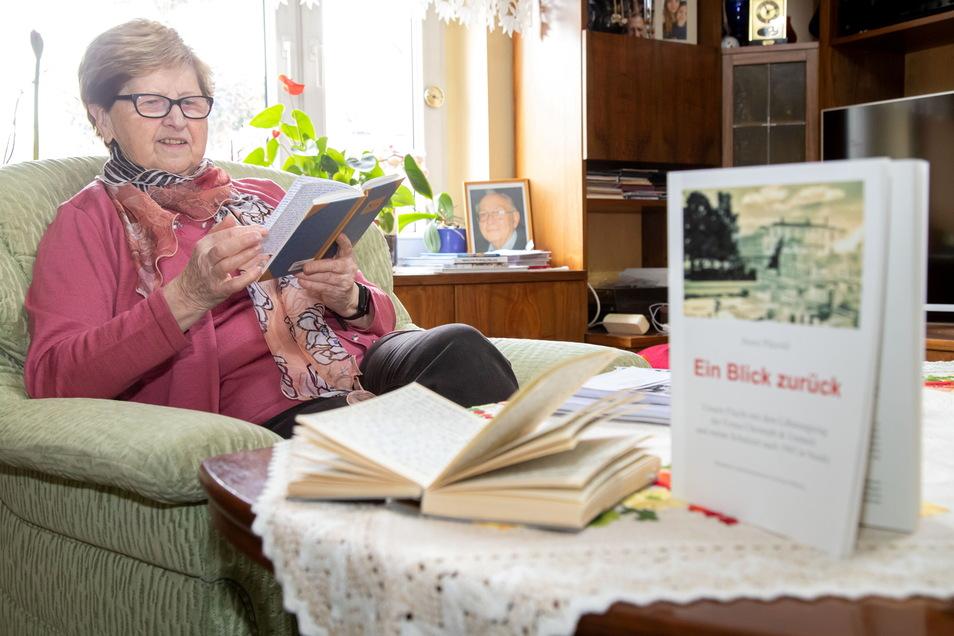 Karin Pätzold hat die Kindheitserinnerungen ihres verstorbenen Mannes Horst zu einem Buch verarbeitet. Geholfen hat ihr dabei Enkelin Julia Nawroth.