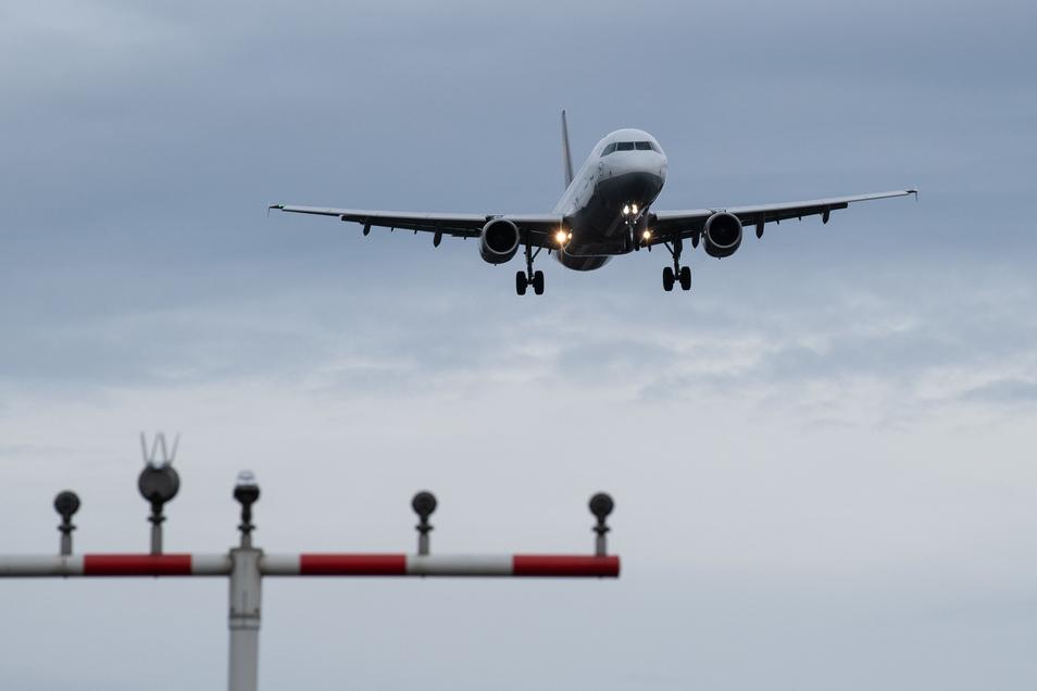 Eine Geburt an Bord eines Flugzeugs - das erlebten Passagiere auf einem Flug von Kairo nach London.