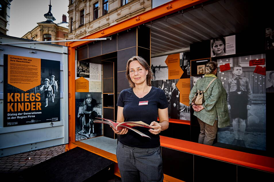 """Projektleiterin Katrin Purtak warb schon zum Markt der Kulturen 2019 für die Ausstellung """"Kriegskinder"""", die nun im Pirnaer Stadtmuseums auch bei den interkulturellen Wochen 2021 zu sehen ist."""