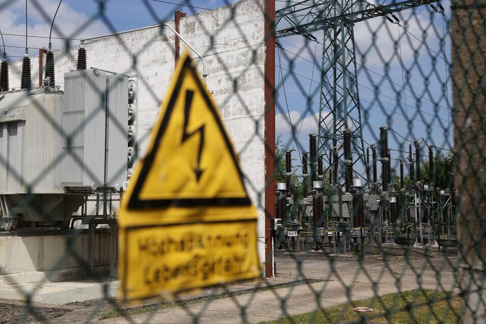 Mit den Netzentgelten werden Bau und Betrieb von Stromleitungen, Masten und Umspannwerken finanziert.
