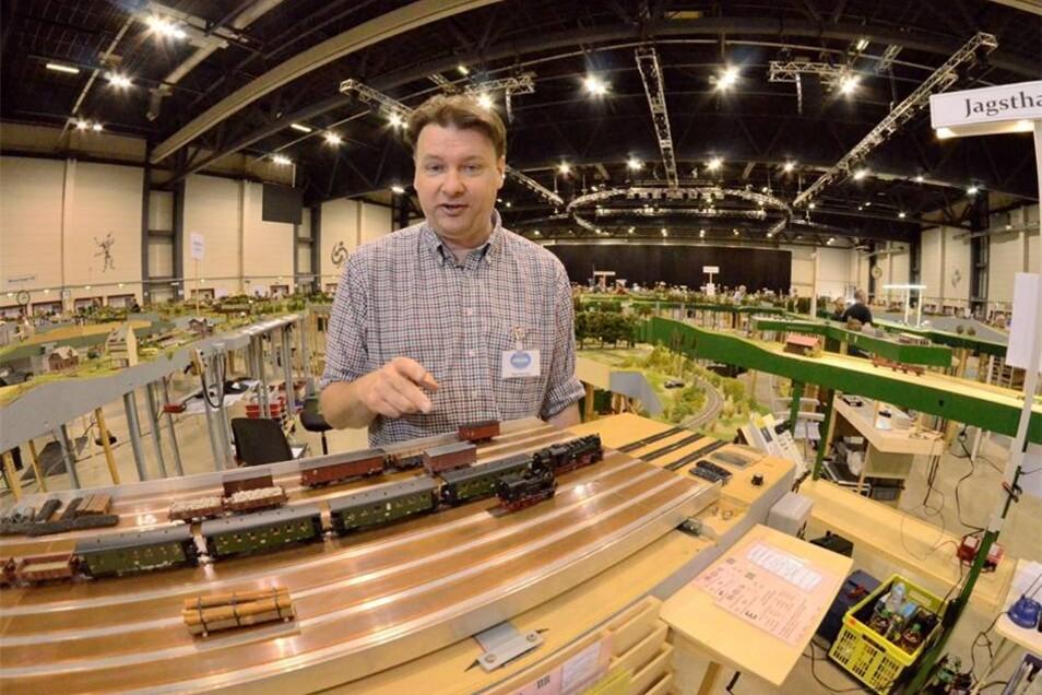 Viele Fremo-Mitglieder haben selbst auch beruflich mit der Bahn zu tun, sagt Vereins-Chef Paul Hartman. Er arbeitet für eine Stiftung, die sich um die Beseitigung von Altlasten bei der Bahn kümmert, sagt der Niederländer.
