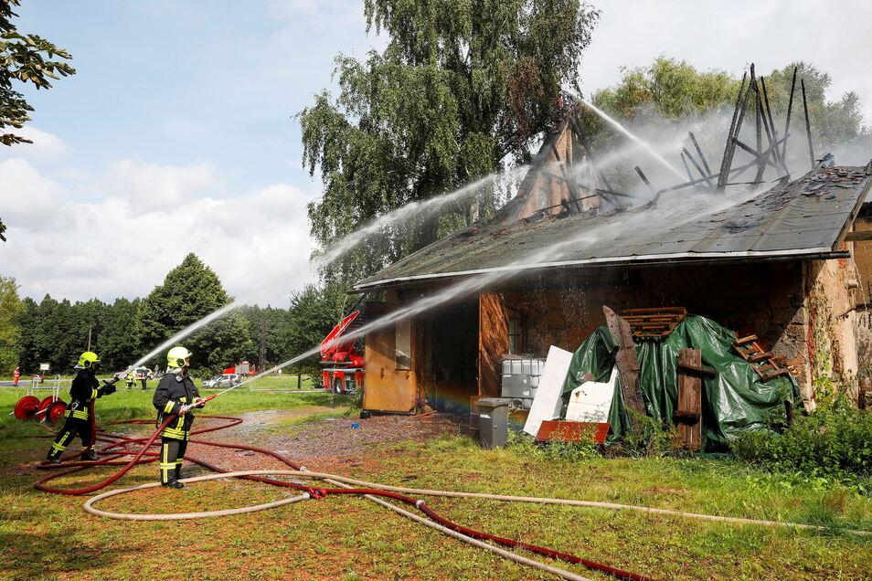 Beim Brand der Scheune waren die Feuerwehren aus Großschönau, Waltersdorf, Hainewalde und Varnsdorf im Einsatz.