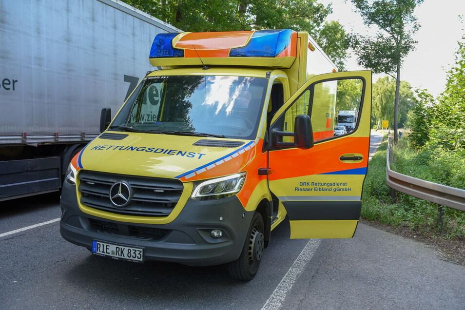 Der Unfallfahrer musste vom Rettungsdienst behandelt werden.