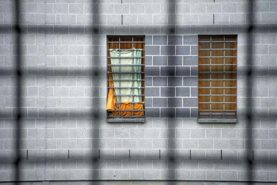 Bei einem Brand in einem Haftraum des Gefängnisses am Hammerweg in Dresden wurde ein Häftling verletzt.