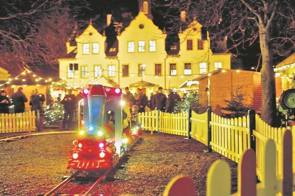 Nicht nur die Kleinbahn feierte den ersten Advent. Zum Rahmenprogramm gehörte auch der Freitaler Schlossadvent auf Schloss Burgk. Foto: Karl-Ludwig Oberthür