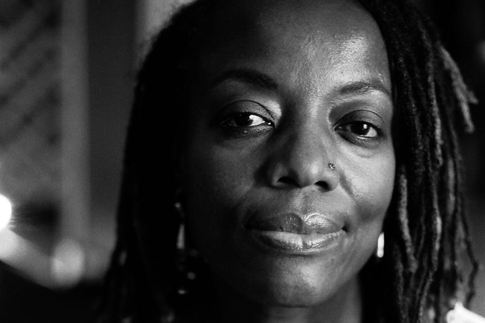 Die simbabwische Autorin und Filmemacherin Tsitsi Dangarembga erhält den Friedenspreis des Deutschen Buchhandels 2021.