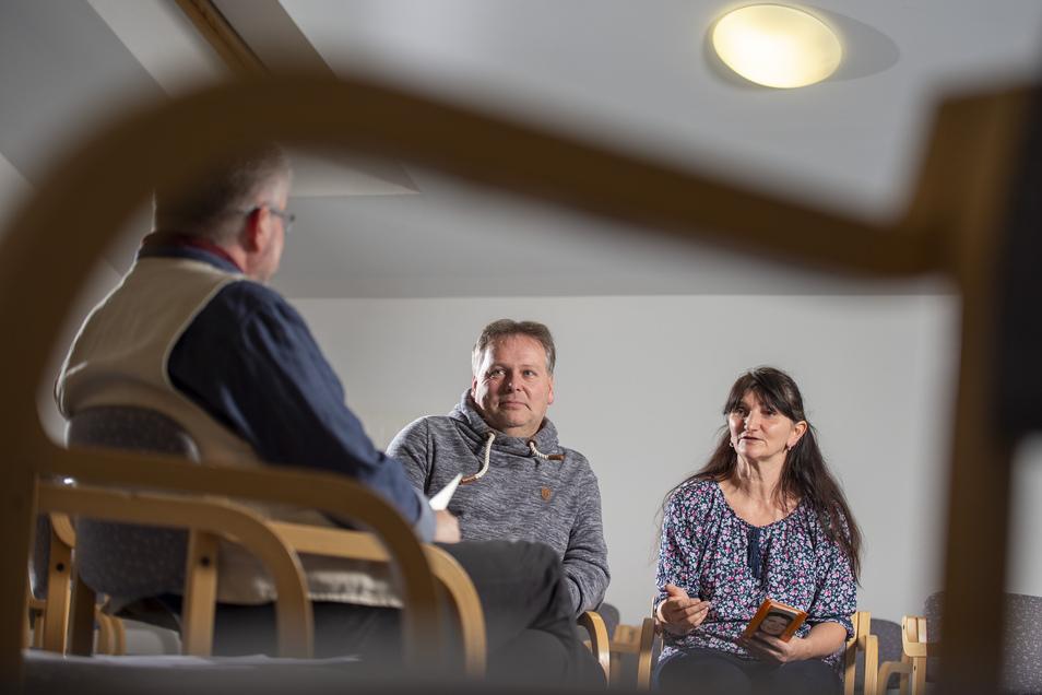 Kai und Jacqueline Klieme aus Radebeul erzählen von ihrem Familienleben mit und jetzt ohne Alkohol. Bei Chefarzt Sven Kaanen in der Fachklinik Heidehof in Weinböhla finden sie Hilfe.