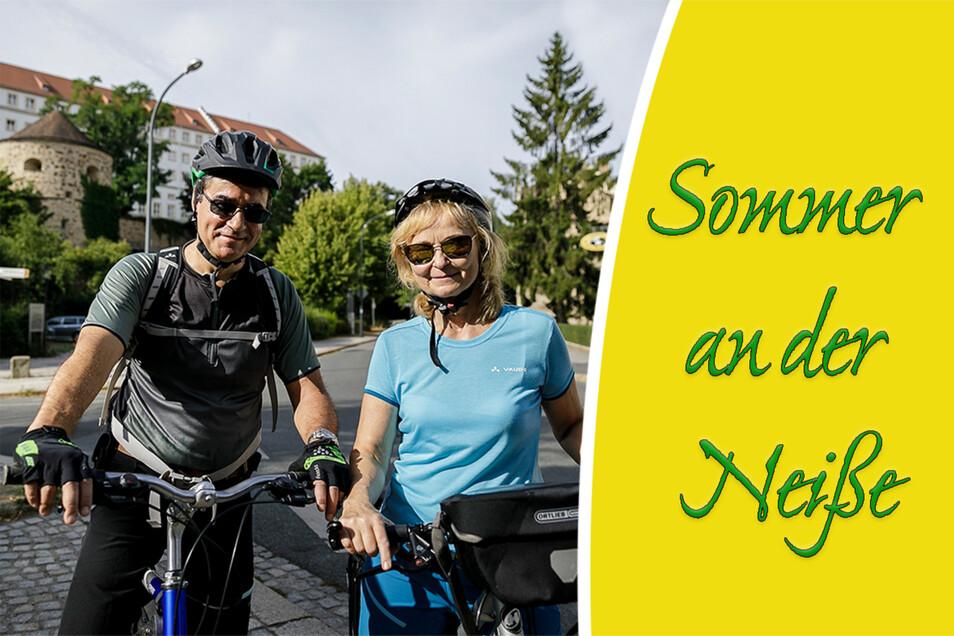 Heike und Andreas Grothe wollen nach Ückermünde. Ihnen gefallen die Eisdielen und Cafés am Wegesrand.