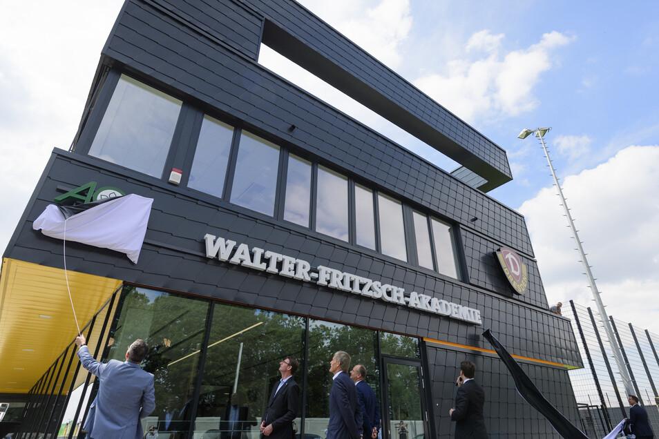 Lange ein Geheimnis, jetzt eingeweiht: Dynamos Trainingszentrum, das offiziell AOK plus Walter-Fritzsch-Akademie heißt.