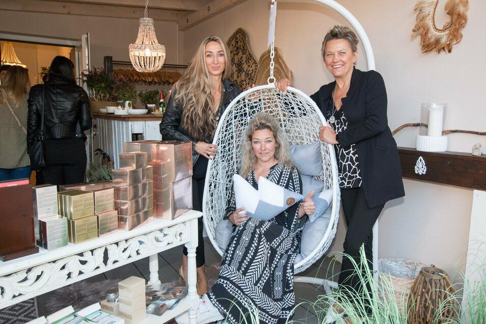 Im Soulfashion setzte Betreiberin Susan Ranft (Mitte) auf Networking und hat sich zur linken Katrin Luckweil zur Kosmetikberatung und Gabriele Hein zur Produktberatung für Kosmetik vom LR International eingeladen.