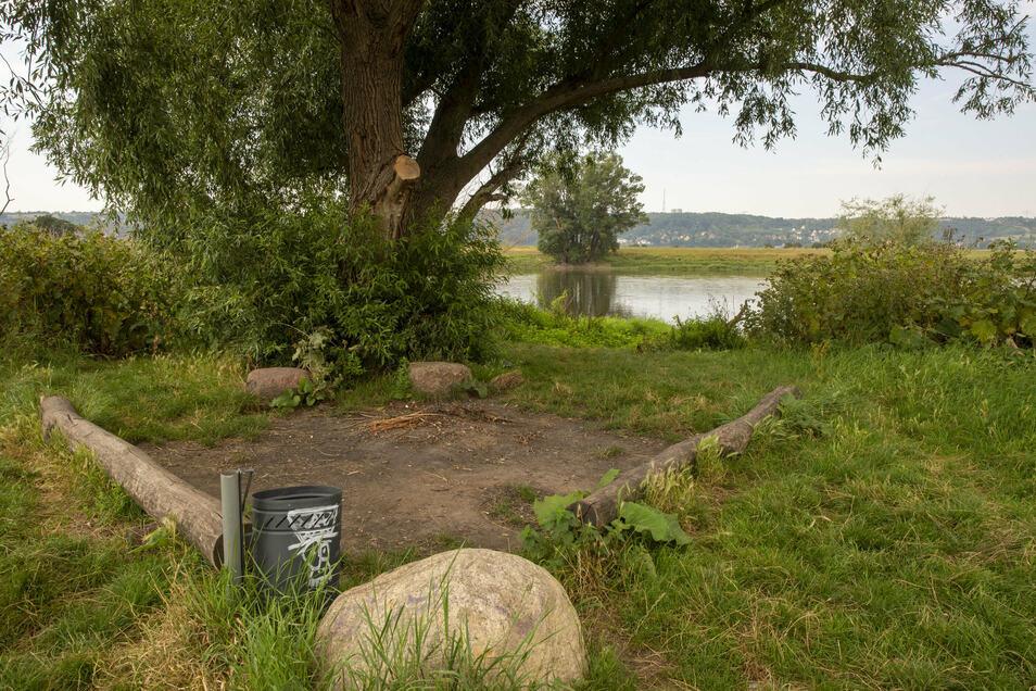 In Radebeul gibt es eine Feuerstelle an der Elbe, die ohne Anmeldung genutzt werden kann