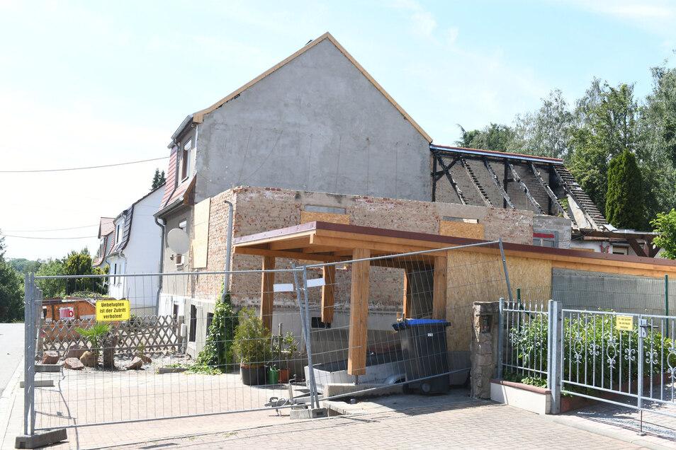 Ein Teil des Brandhauses an der Sonnenstraße ist abgerissen.