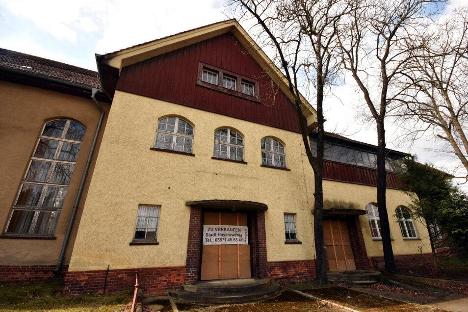 Das Knappenroder Kulturhaus steht seit 2010 leer. Jetzt mehren sich Anzeichen für einen Verkauf.