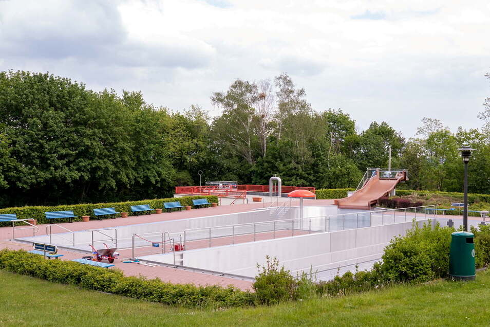 Wenn das Heidenauer Albert-Schwarz-Bad wieder öffnen darf, wird die neue Rutsche eingeweiht und können sich Besucher, wenn notwendig, auch testen lassen.