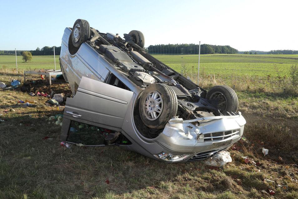 Ende eines Wochenendausflugs: Ein 30-Jähriger verlor die Kontrolle über seinen Vito auf der A13 bei Radeburg.
