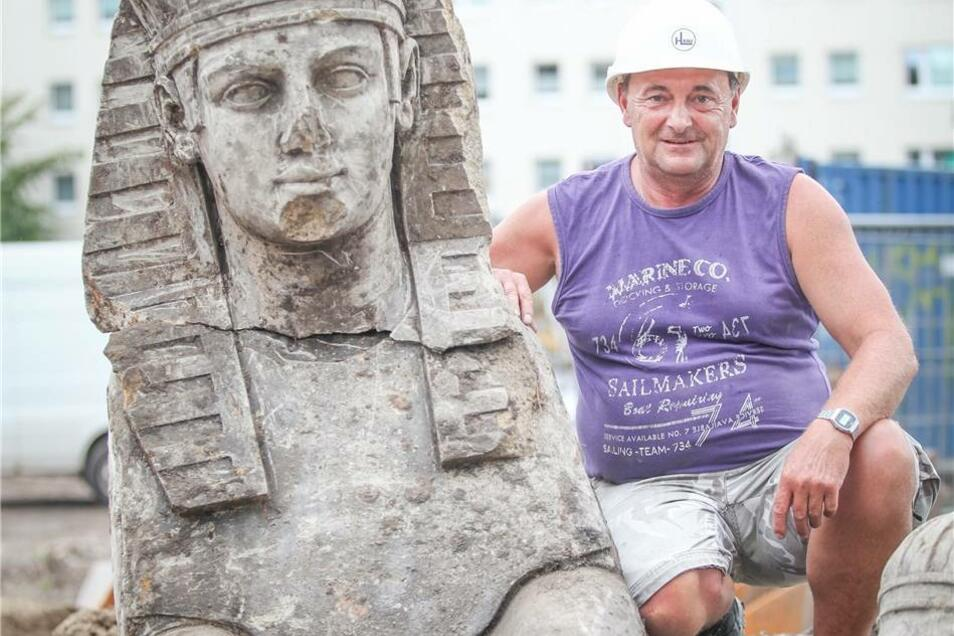 Baggerfahrer Hanno Ruhland mit der Sphinx.