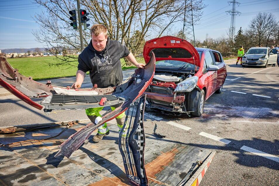 Drei Verletzte, 25.000 Euro Schaden und eine Vollsperrung der S172 waren die Folgen des Unfalls am 31. März in Heidenau.