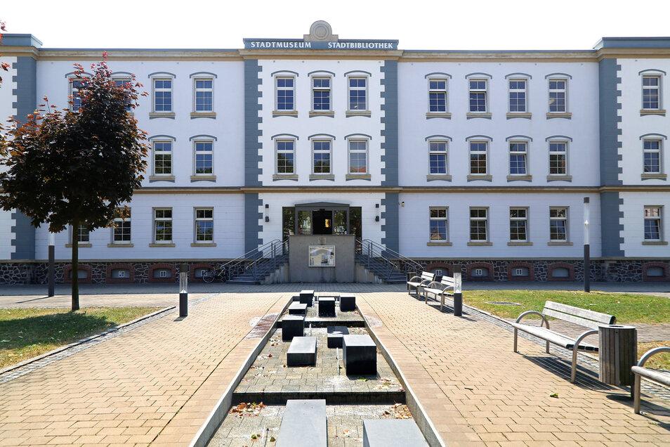 Im Haus am Poppitzer Platz in Riesa sind das Stadtmuseum und die Bibliothek untergebracht.