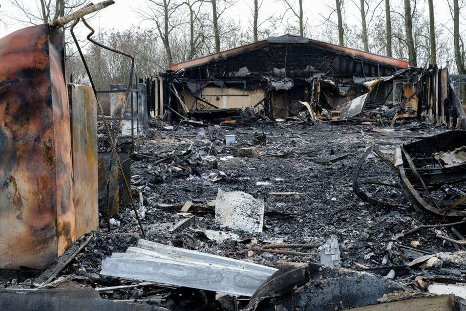 Völlig niedergebrannt, ausgeglühte Spinde, die Kegelbahn vernichtet. Das traurige Bild jetzt.