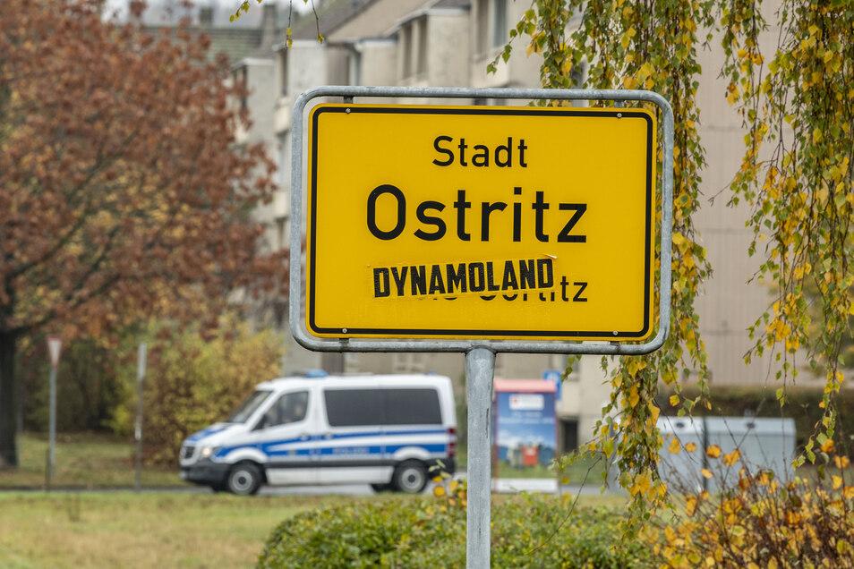 Auch das Ortseingangsschild von Ostritz wurde schon einmal von Unbekannten mit einem Dynamoland-Aufkleber verunstaltet.