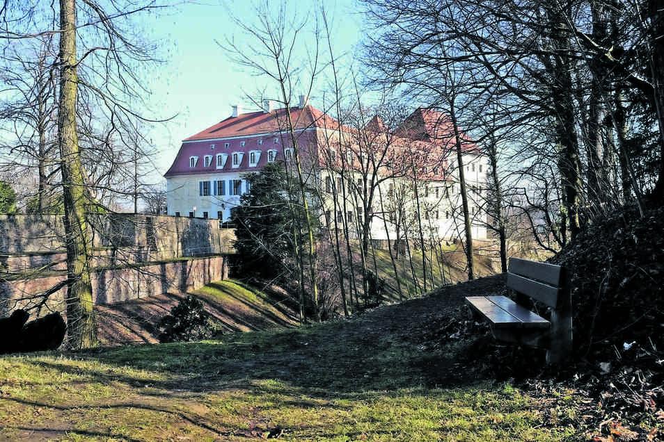 Schloss Siebeneichen - unterhalb davon befindet sich der Park.