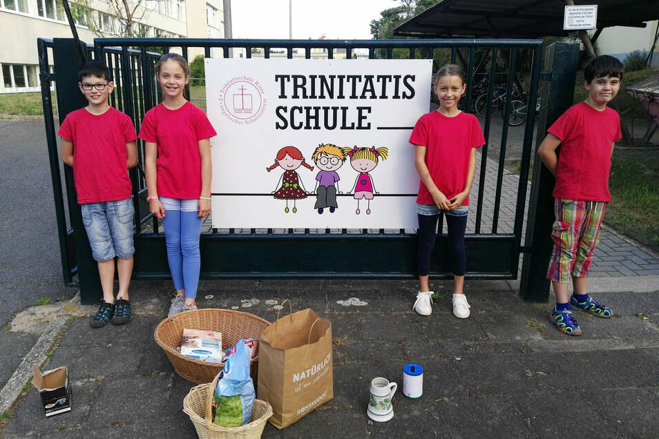 Die Schüler der 4b der Riesaer Trinitatisschule sammeln eine beträchtliche Summe und Tierfutter für das Riesaer Tierheim.