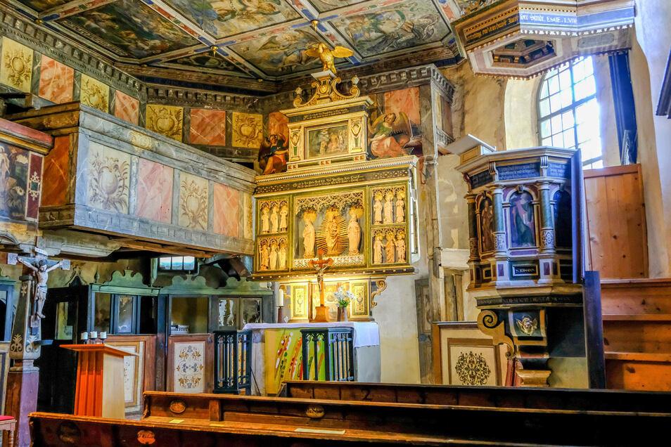 Das alte Gotteshaus am Ravensburger Platz beeindruckt durch seine reiche Ausstattung.