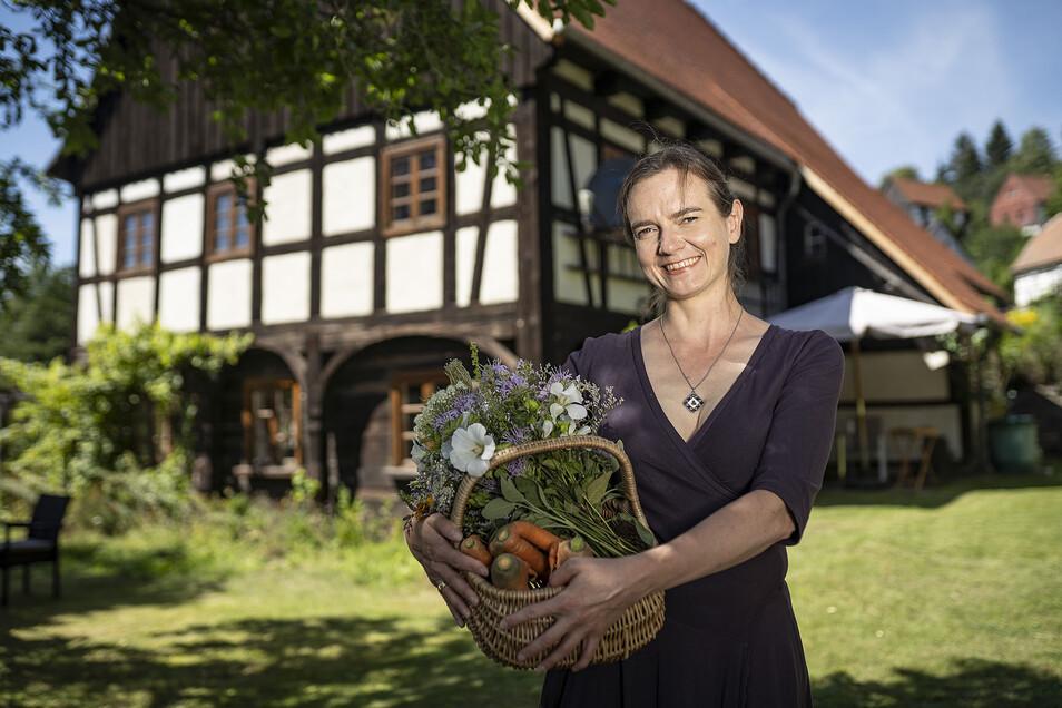 """Anja Nixdorf Munkwitz – betreibt die Initiative """"Ein Korb voll Glück"""" und wirbt damit für regionale Produkte, sie vernetzt die Erzeuger des Landkreises. Sie ist auch eine der Initiatorinnen der regionalen Marktschwärmer im Unbezahlbarland."""