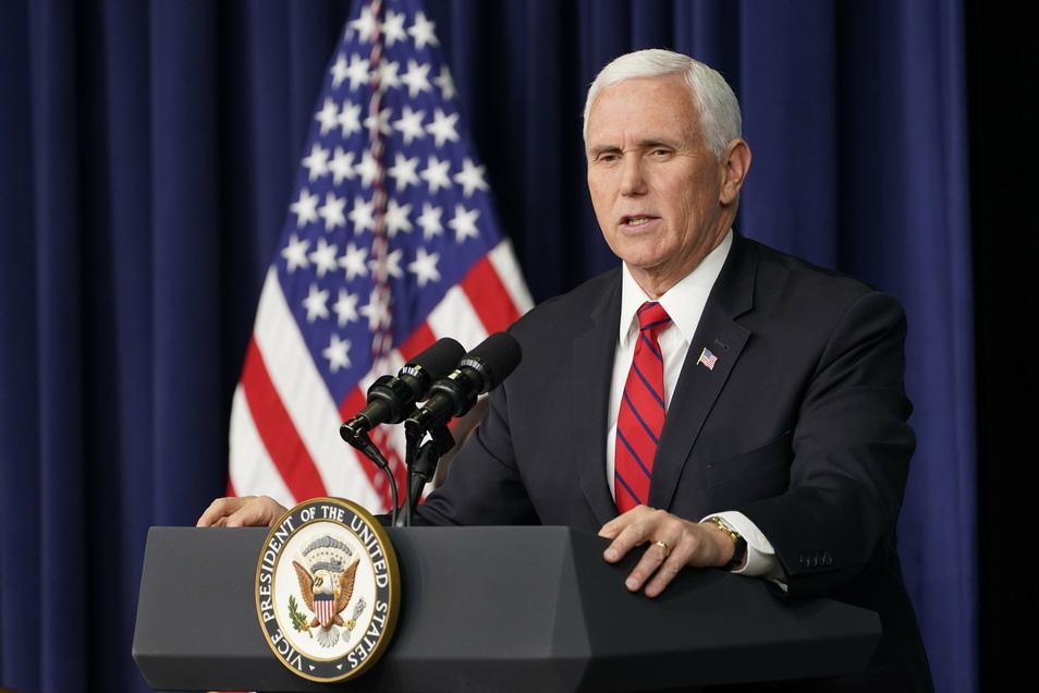 Mike Pence hat eine sofortige Absetzung Trumps über einen Zusatzartikel der Verfassung offiziell abgelehnt.