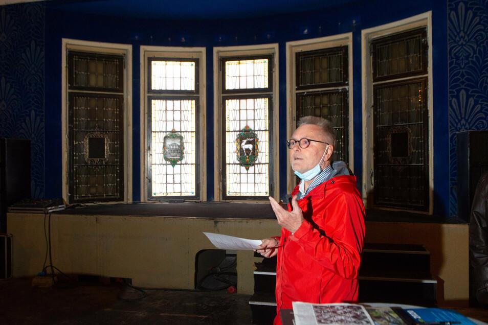 Michael Böttger vom Verschönerungsverein Weißer Hirsch/Oberloschwitz hat zum Künstler der Fenster geforscht
