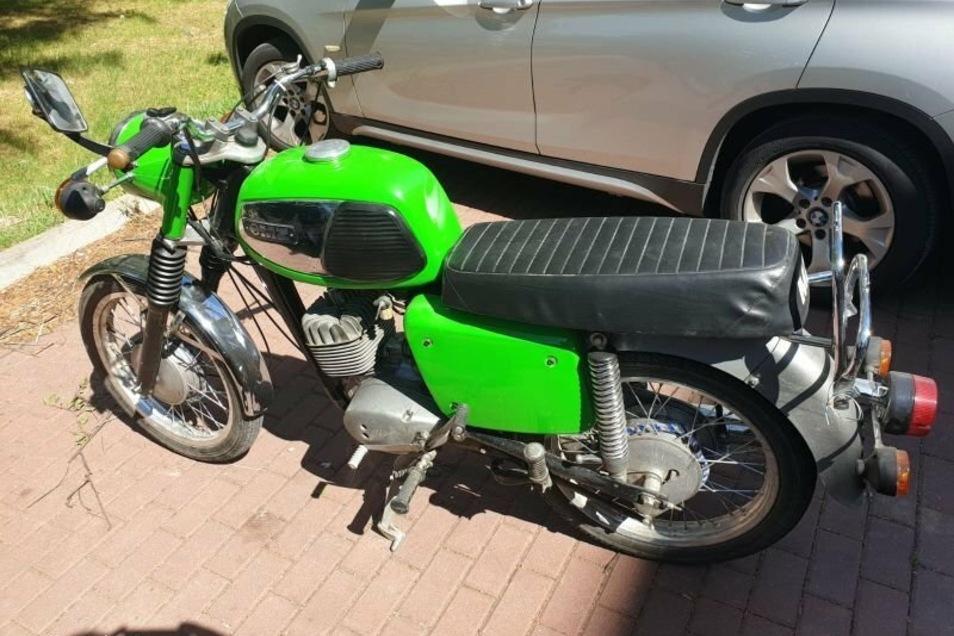 ein gestohlenes Moped der Marke MZ...