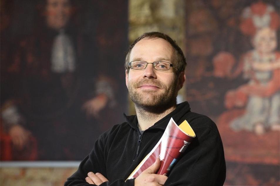 Jan Zimmermann ist der Vorsitzende des Hainewalder Schlossvereins. Er freut sich, dass die Ahnengalerie im Rittersaal immer vollständiger wird.