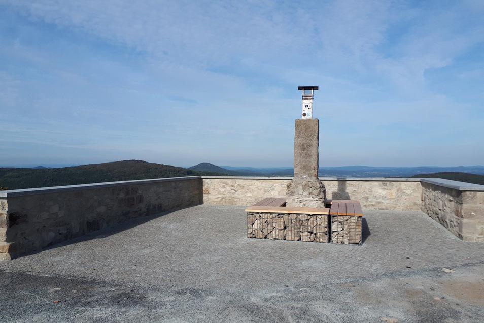 So sieht  inzwischen das neu gestaltete Aussichtsplateau am Standort der früheren Lauschebaude aus.