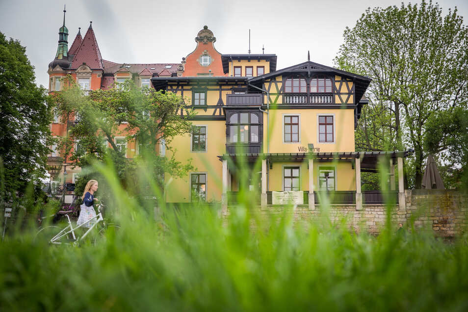 Blick auf die Villa Marie am Schillerplatz.