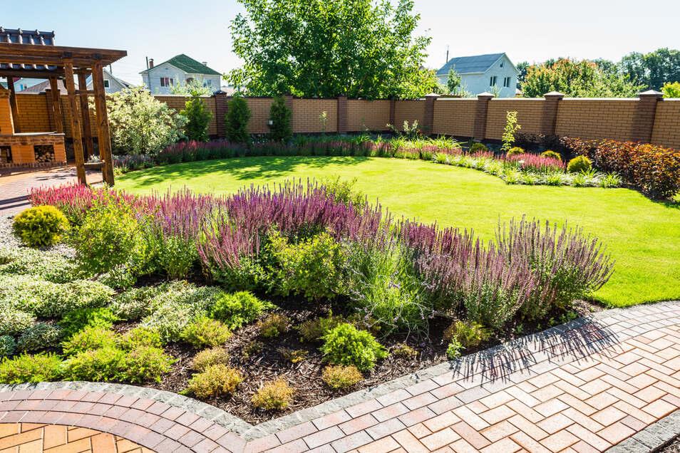 Mit ein paar Umbaumaßnahmen wird aus dem Garten eine echte Wohlfühl-Oase.