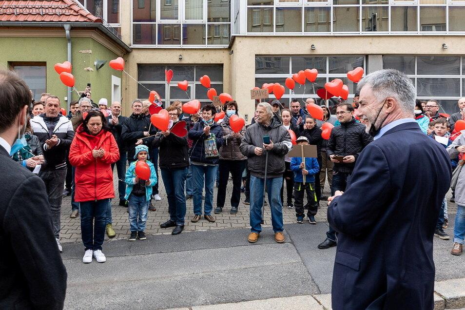 Etwa 120 Freitalerinnen und Freitaler dankten am Donnerstag Oberbürgermeisters Uwe Rumberg.