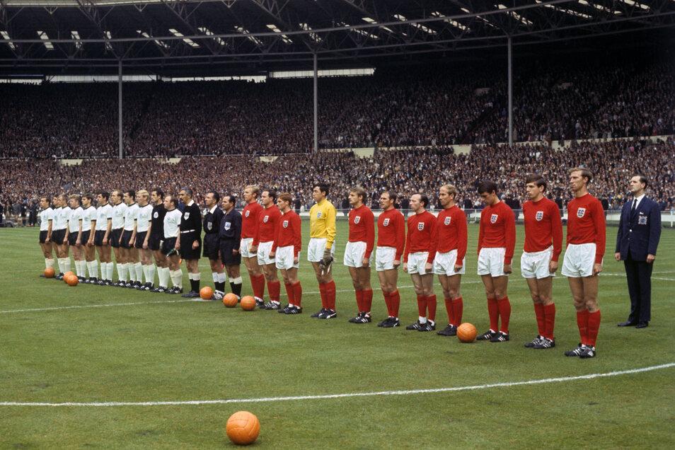 Uwe Seeler war Teil der Nationalmannschaft bei der WM 1966.
