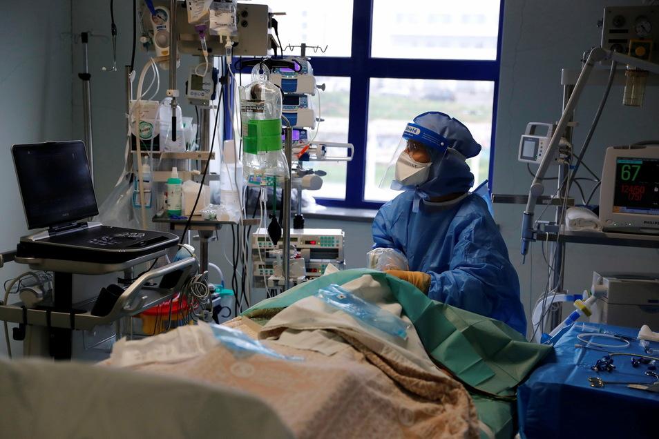 Im Krankenhaus werden in Mittelsachsen noch 69 Personen mit einer Coronainfektion behandelt.