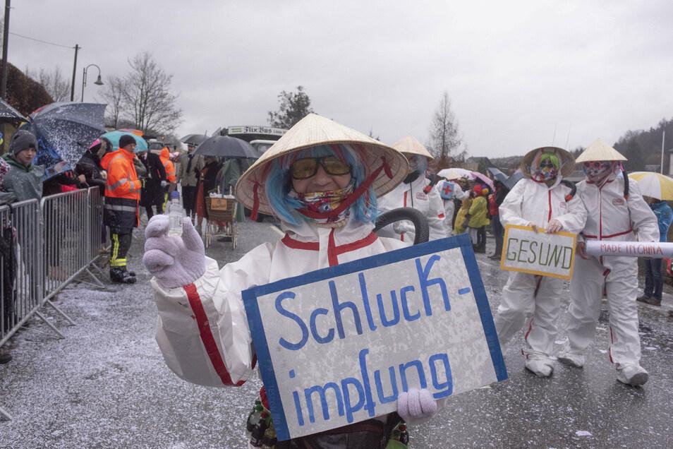 Beim Schirgiswalder Faschingsumzug taugte die drohende Corona-Pandemie im Februar noch zur Belustigung. Jetzt führt sie zur Absage fast aller Veranstaltungen.