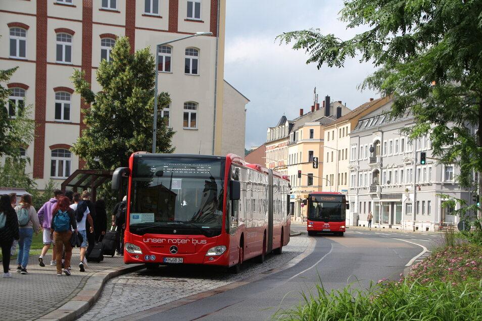 Bitte umsteigen! Weil die Deutsche Bahn an den Gleisen zwischen Dresen und Freital arbeitet, gibt es hier stundenweise Schienenersatzverkehr Richtung Hauptbahnhof.