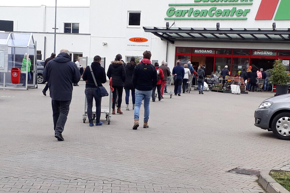 Am Sonnabend nutzten viele die letzte Chance vor der Schließung noch einzukaufen, wie hier im Freitaler Toom-Baumarkt.
