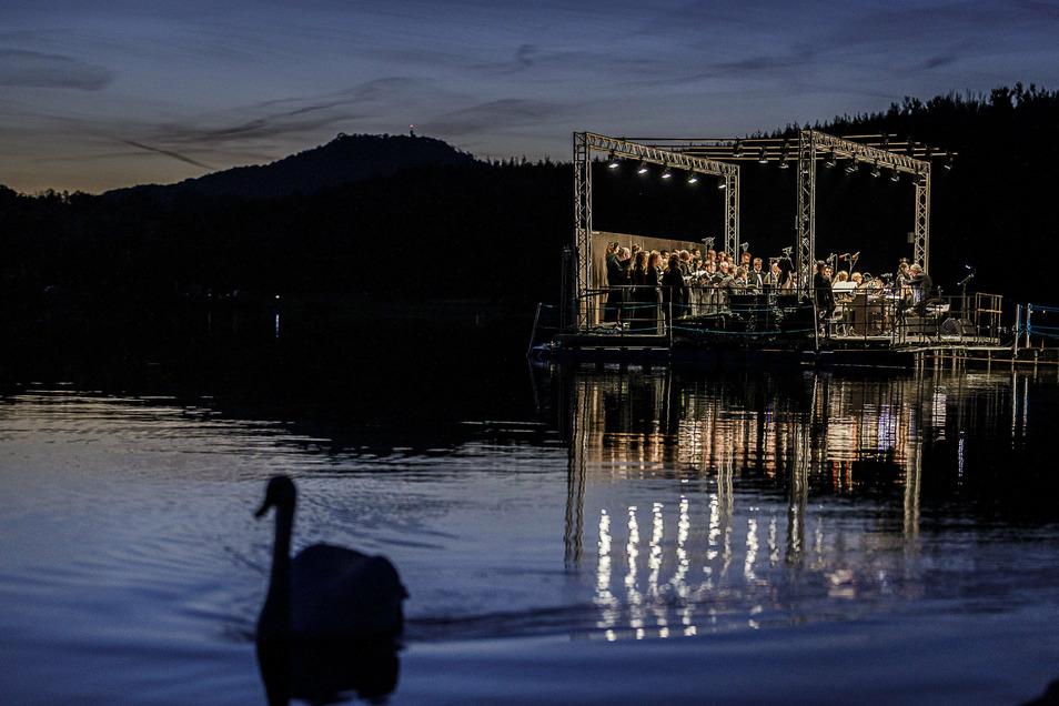 Erstmals wurde auf einer Seebühne am Berzdorfer See musiziert.