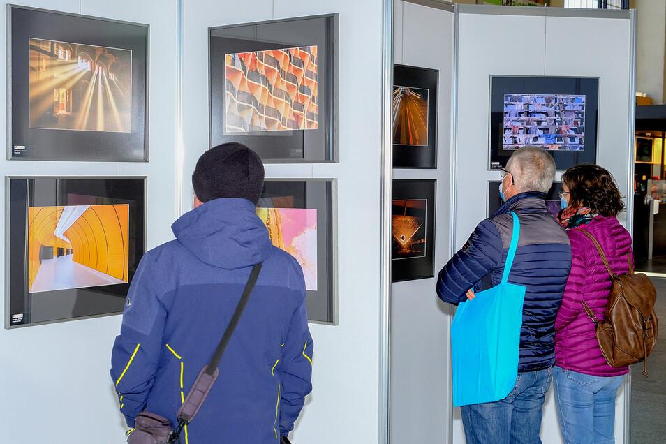 Rund um die Uhr Kunst genießen trotz Lockdown: Im Bahnhof Neustadt ist das seit Montag möglich.
