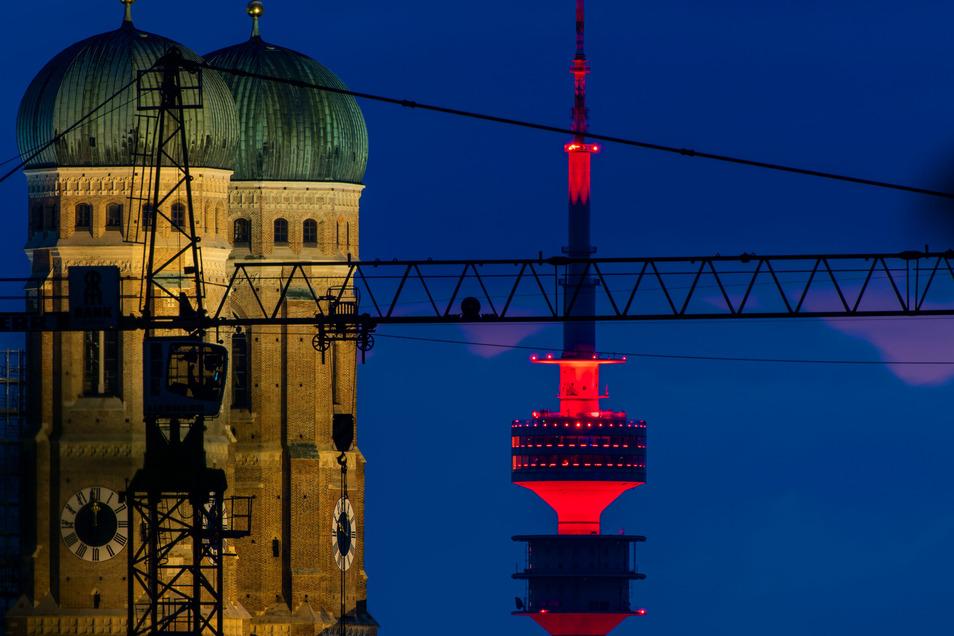 Die Aktion fand bundesweit statt - hier ist der Fernsehturm von München zu sehen.