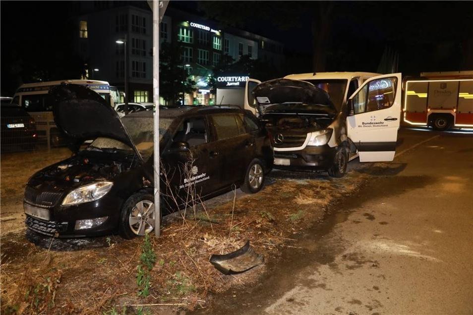 An der Stauffenbergallee hatten am frühen Samstag die zwei Autos bereits gebrannt.