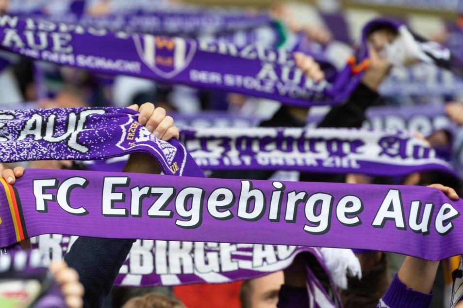 Zwei Menschen, die sich mit dem Coronavirus infiziert haben sollen, hielten sich beim Sachsenderby im Rudolf-Harbig-Stadion auf.
