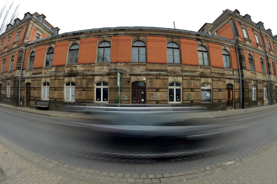 Für das Bahnhofgebäude in Radebeul-West zeichnet sich keine positive Entwicklung ab.