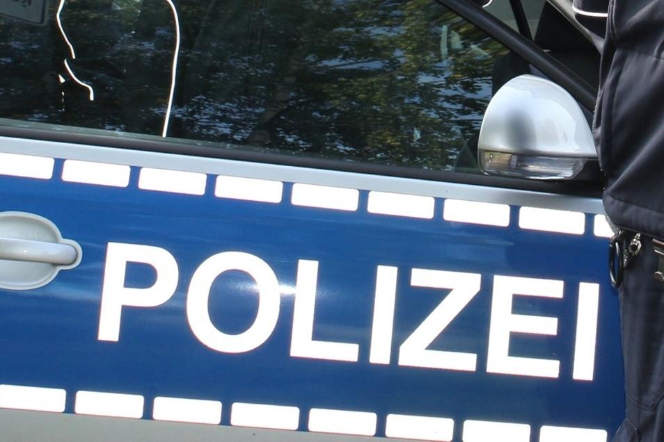 Drei Unfälle gab es am Sonnabend auf der Autobahn zwischen den Anschlussstellen Uhyst und Salzenforst, wo drei Fahrzeuge in ein tiefes Schlagloch gerieten.