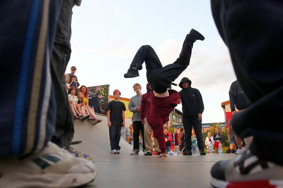 Breaking Battles und frische Beats zum Mittanzen lockten zahlreiche Zuschauer an den Kulturbahnhof Radebeul.